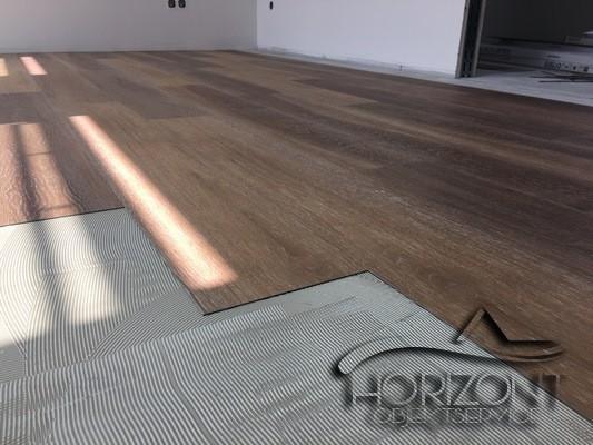 Bodenleger_Vinylboden_Designboden_Fertigparkett_Laminat_Bodenbeläge_Horizont_Objektservice
